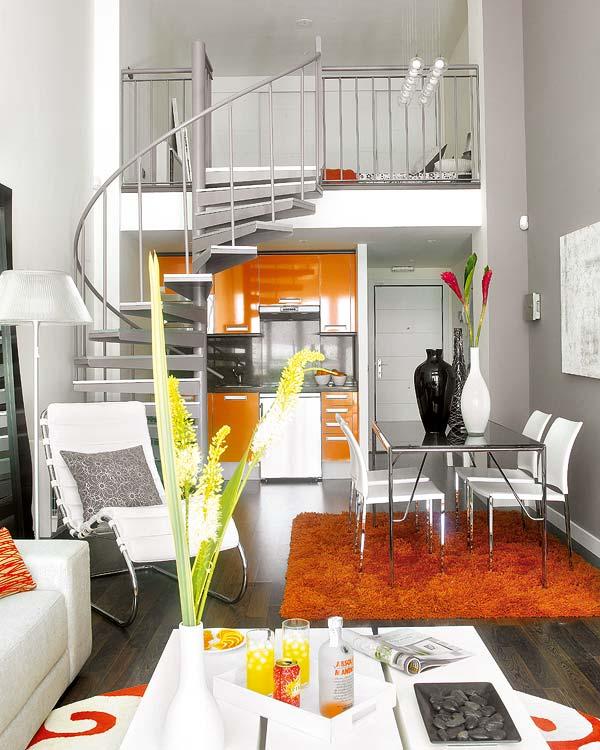 Интериор за малък апартамент със стълби