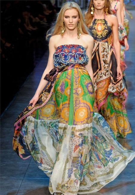 Дълга ефирна рокля с джипси шарки без презрамки D and G пролет 2012
