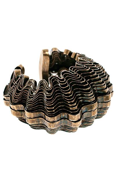 Голяма твърда гривна от ръчно извит метал Roberto Cavalli Есен-Зима 2011