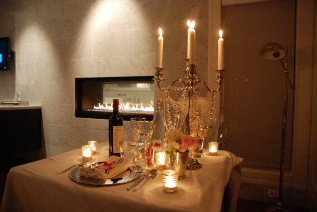 украса за Свети Валентин с приглушена светлина