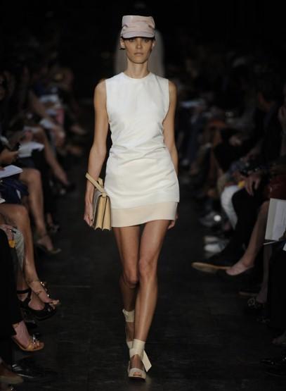 Къса бяла рокля по тялото Victoria Beckham Пролет-Лято 2012