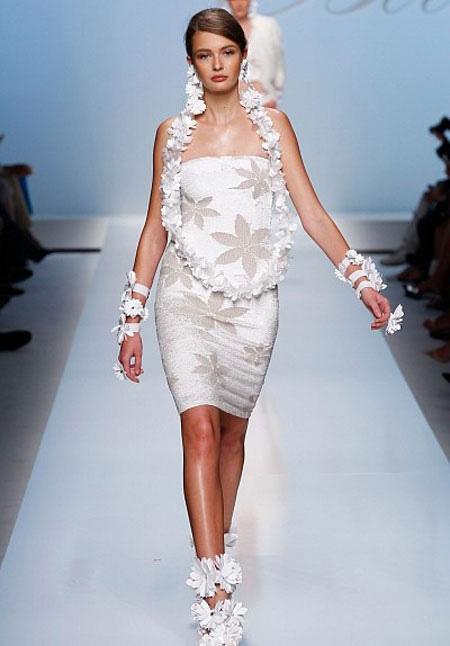 Флорална права бяла рокля без презрамки Blumarine пролет 2012