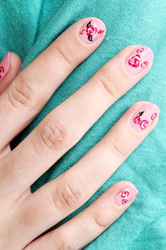Декорация за нокти рози - стъпка 3