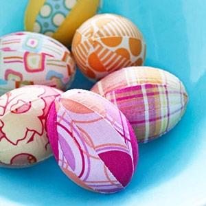 Великденски яйца украсени с плат
