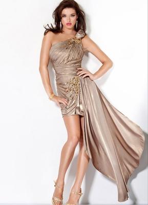 Бални рокли 2012 римска тога в златисто