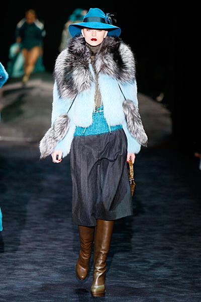 Къс панталон чарлстоун и късо палто с кожена яка Gucci Есен-Зима 2011