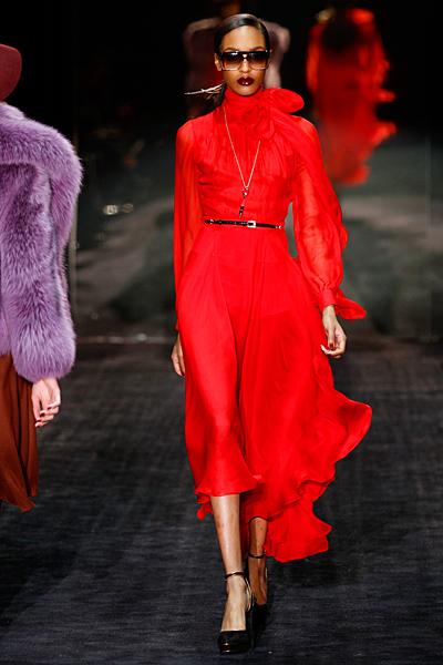 Коктейлна рокля в ярко червено Gucci Есен-Зима 2011