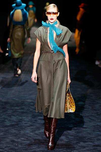 Дълга ежедневна рокля в сиво Gucci Есен-Зима 2011