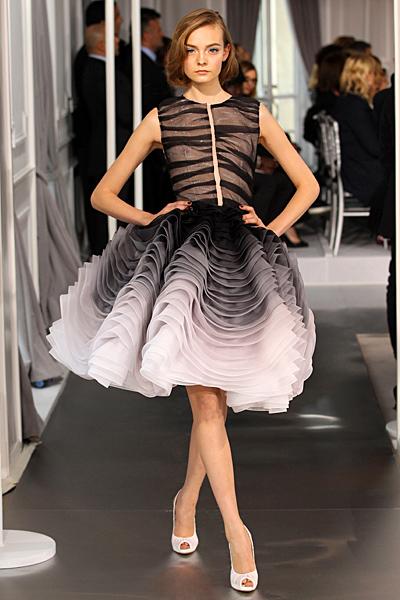 Надиплена пола в 3 преливащи цвята и топ без ръкави Haute Couture на Dior за Пролет-Лято 2012