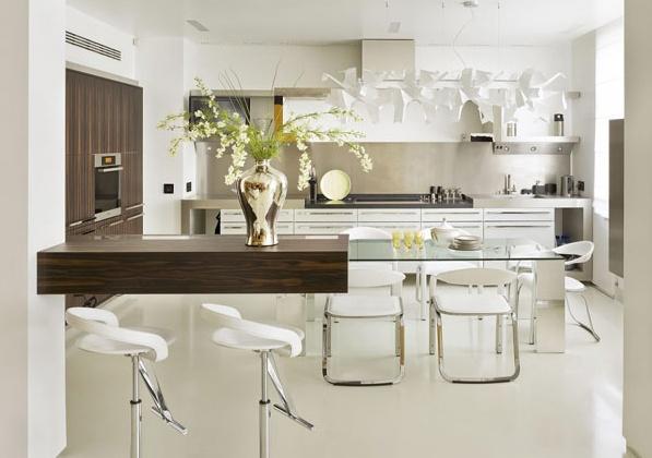 модерен апартамент в МОсква - дървен плот и кухня
