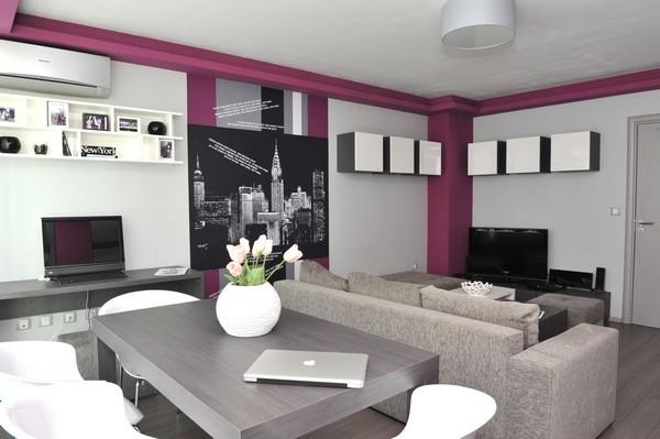 Интериор за малък апартамент сиво и лилаво