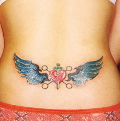 Татуировка сърце с меч