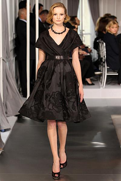 Черна разкроена рокля с бродерия Haute Couture на Dior за Пролет-Лято 2012