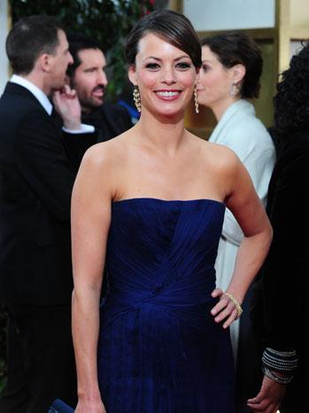 Беренис Бежо в тъмно синя рокля Elie Saab