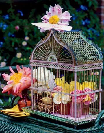 Декорация цветя в кафез за птици