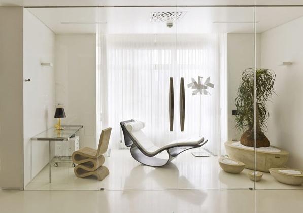 Модерен апартамент  в Русия - стъклена врата