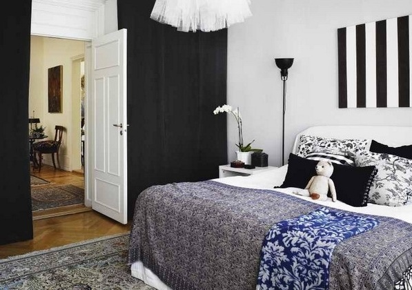 модерна спалня със стени в черно и бяло
