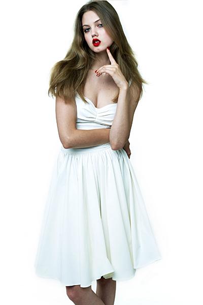 Къса бяла рокля изчистена Ваканционна колекция Z Spoke на Zac Posen 2012