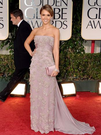 Джесика Алба в бежова рокля Gucci