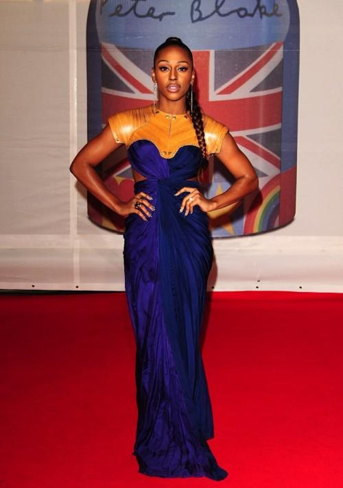 Александра Бритс в елегантна дълга синя рокля