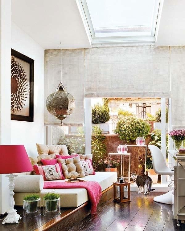 Интериор за малък апартамент с тераса и цветя