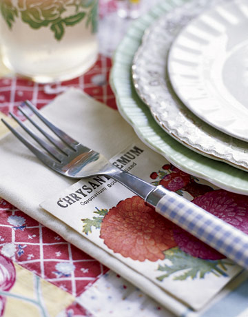Красива маса с вилици каре