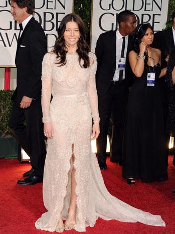 Джесика Бийл в стилна рокля Elie Saab
