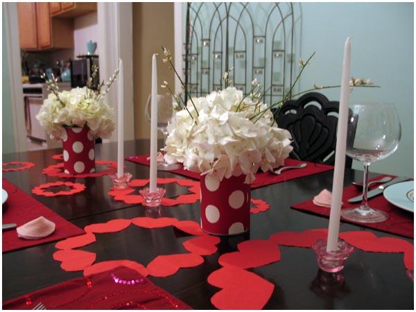 Украса за Свети Валентин с бели цветя