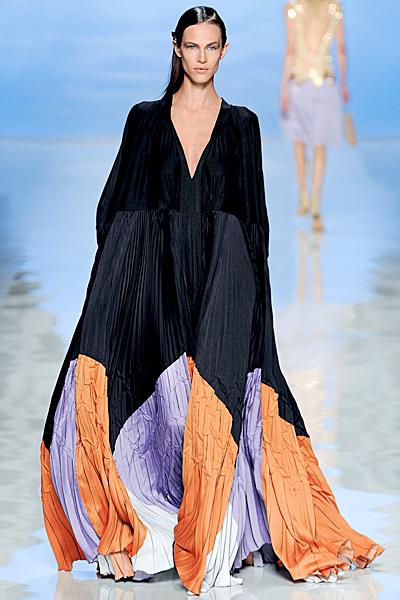 2f6fe0be104 Ефирна дълга рокля с ръкави прилеп в тъмно синьо, прасковено и лилаво Etro  Пролет-Лято 2012 - За Жената