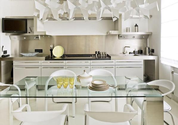 Кухненски кът в модерен апартамент в Русия
