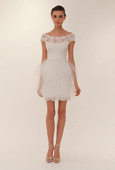 Къса булчинска рокля с дантела по раменете и тюлена пола Marchesa пролет 2012