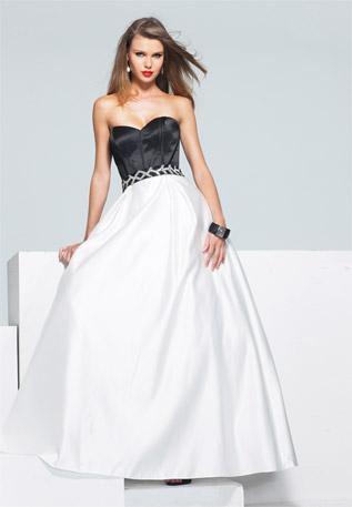 Дълга рокля без презрамки тип принцеса с бяла пола и черен корсет за бал 2012