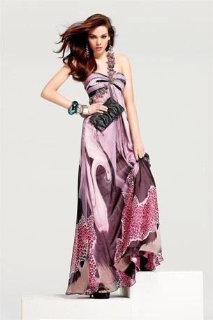 Дълга рокля в бледо лилави преливащи нюанси с една презрамка от декоративни цветя за бал 2012