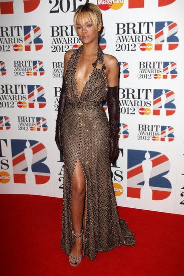 Риана в ефектна рокля Givenchy