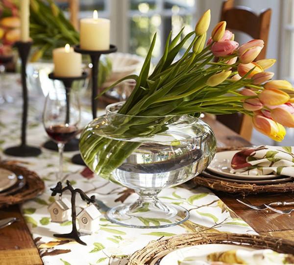 Украса за хола с кръгла ваза с лалета