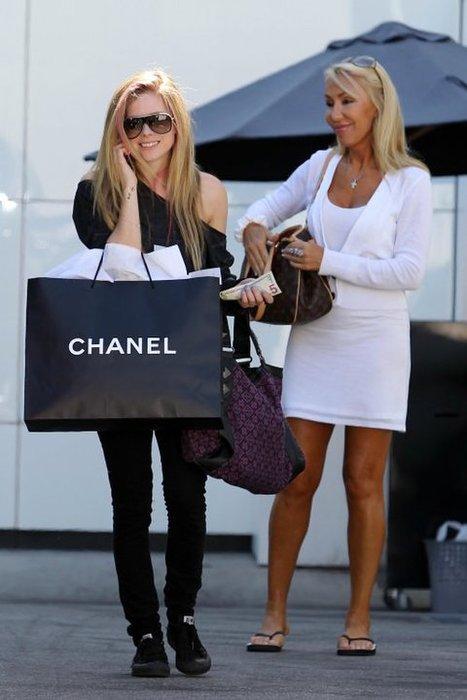 Аврил Лавин след пазар в Chanel