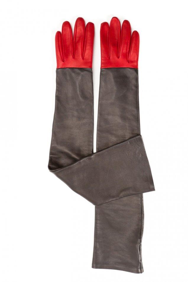 Кожени ръкавици в червено и черно Viktor and Rolf есен-зима 2011