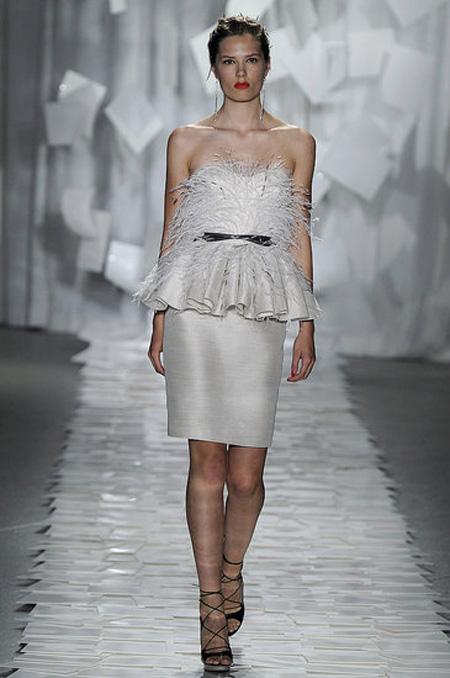 Права рокля в бяло с пера Jason Wu пролет 2012