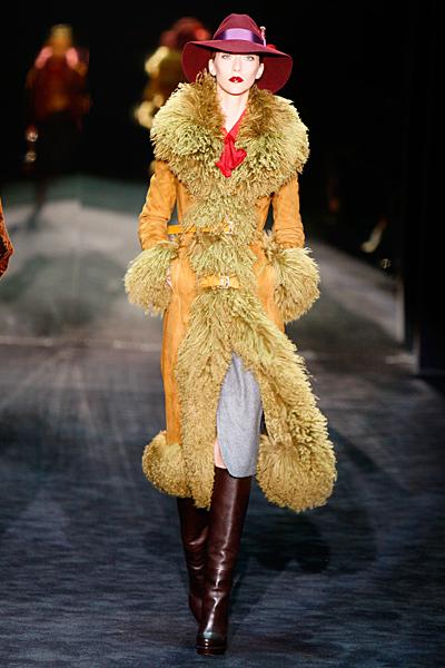 Дълго палто в цвят охра Gucci Есен-Зима 2011