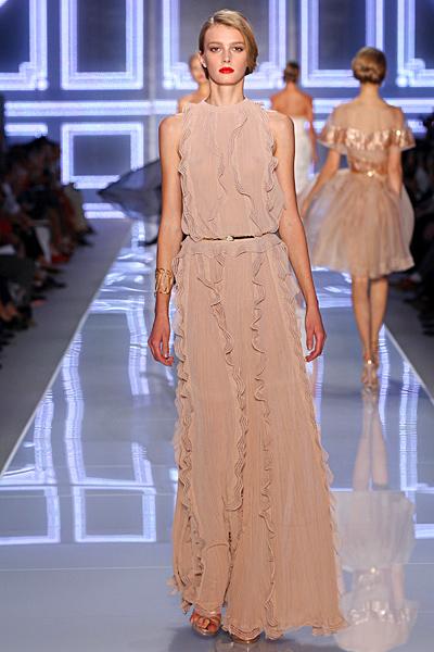 Дълга права рокля в бежово с тънък колан Dior Пролет-Лято 2012