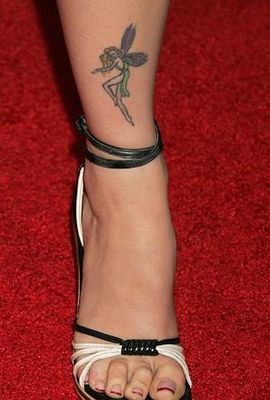 Татуировка фея на глезена на Амбър Темблин