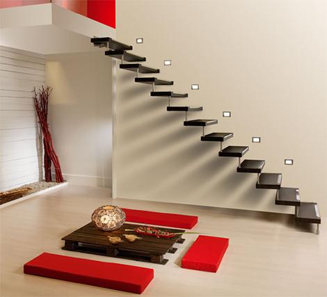 Вътрешно стълбище само стъпала