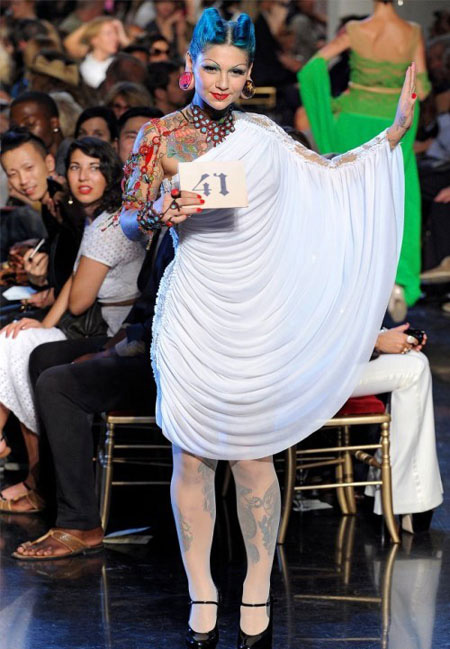 Бяла асиметрична рокля Jean Paul Gaultier пролет 2012