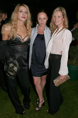 Кейт Мос (в дясно) със Стела МакКартни и Къртни Лав