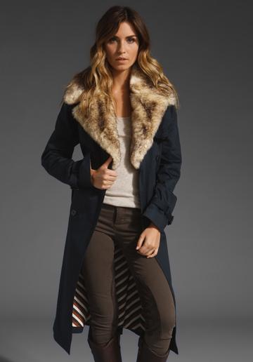 Тъмно синьо палто до коляно с кожена яка линия Marc от Marc Jacobs зима 2011 2012