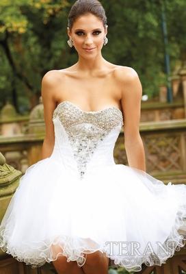 Къса рокля тип балерина в бяло с декориран корсет за бал 2012