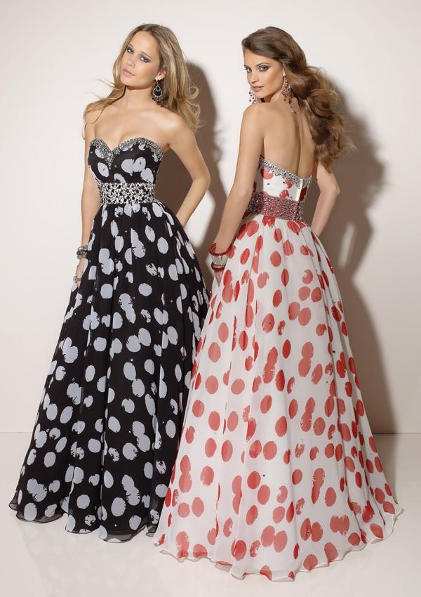 Романтична дълга рокля без презрамки на петна за бал 2012