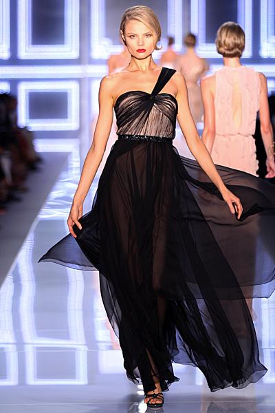 Дълга вечерна рокля в черно с една презрамка Dior Пролет-Лято 2012
