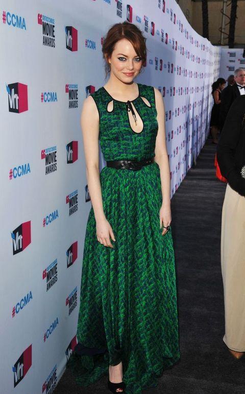 Ема Стоун е прекрасна дълга зелена рокля