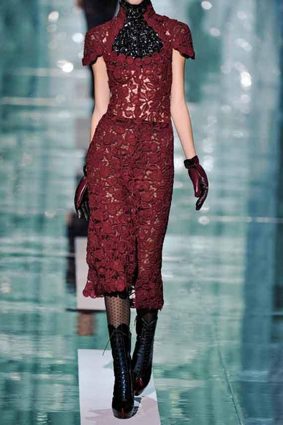 Винено червена рокля дантела от колекцията на Marc Jacobs за есен-зима 2011
